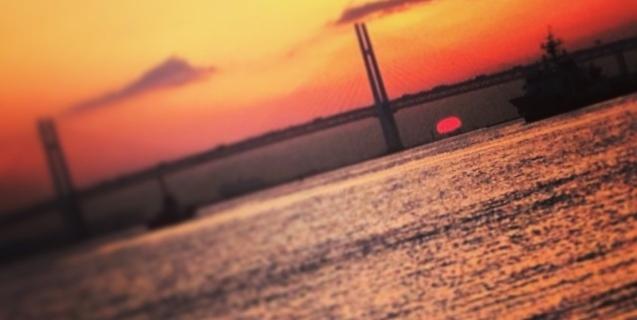 ベイブリッジと朝日・・・寒みぃ。