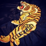 初の全身️次は刺繍枠も考えないと布がヨレてしまう。#tiger #虎 #刺繍 #和柄  #虎の練習 #embroidery