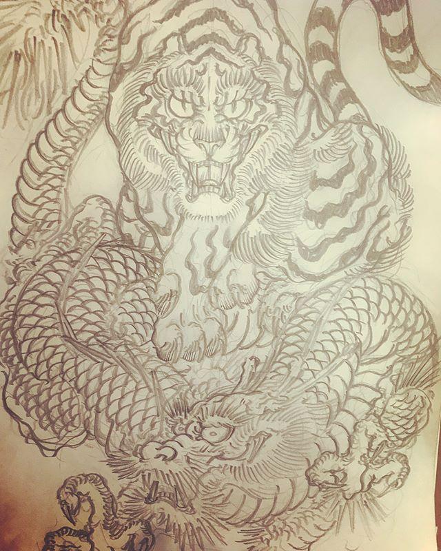 龍と虎。#dragon #tigeranddragon #龍 #龍虎#竜 #竜虎 #和柄#japanesetraditional #和風 #japanesestyle #刺繍 #embroidery #tattoo #刺青 #パス #パス化 #vector  #vectorart #鉛筆画 #鉛筆 #ラフ