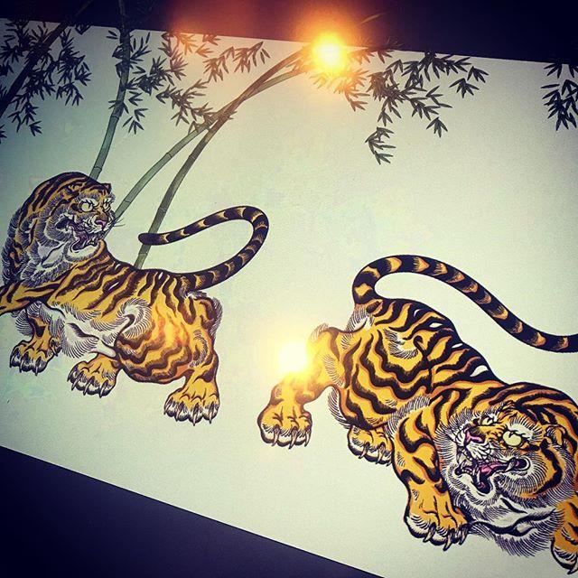 さて、どうしよう。アップ#illustrator #イラストレーター #tiger #虎 #japaneselion #dragon #tigeranddragon #龍 #龍虎#竜 #竜虎 #和柄#japanesetraditional #和風 #japanesestyle #刺繍 #embroidery #tattoo #刺青 #パス #パス化 #vector  #vectorart #鉛筆画 #鉛筆 #ラフ